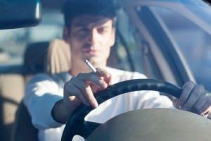 נהיגה עם סיגריה