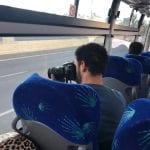 השוטרים נוהרים באוטובוסים לאכיפת איסור השימוש בטלפון